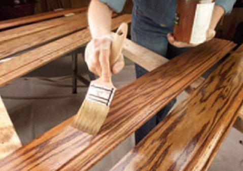 Нанесение защитного слоя на древесину